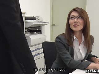 Sexy carries woman from Japan Mao Saitou is masturbating pussy in the office