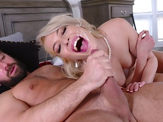Pink-lipped beauty Tiffany Fox gets their way sexual fix prevalent a special way