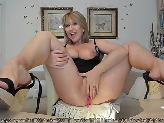 horny MILF plays with her snatch on webcam