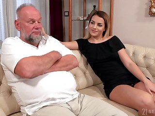 Older man is so into the fate of soaked pussy belonged to Bianca Booty